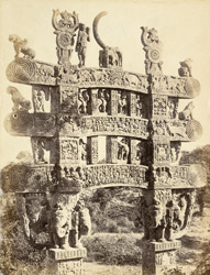 Rear view of top half of northern torana or gateway, Sanchi Tope